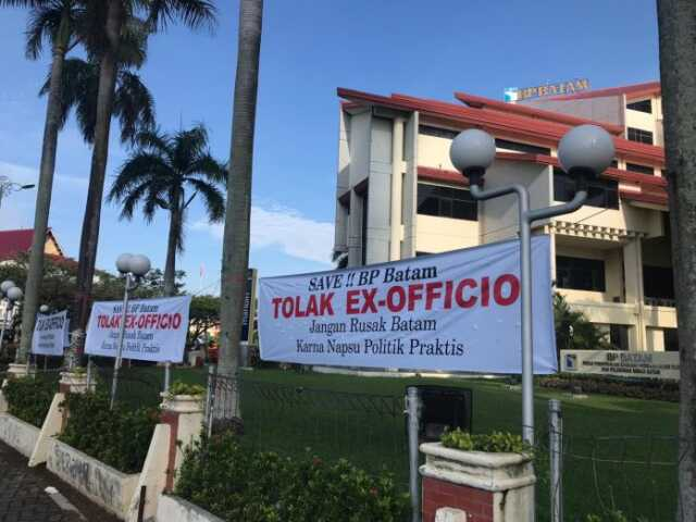 Spanduk Tolak Ex-Officio BP Batam