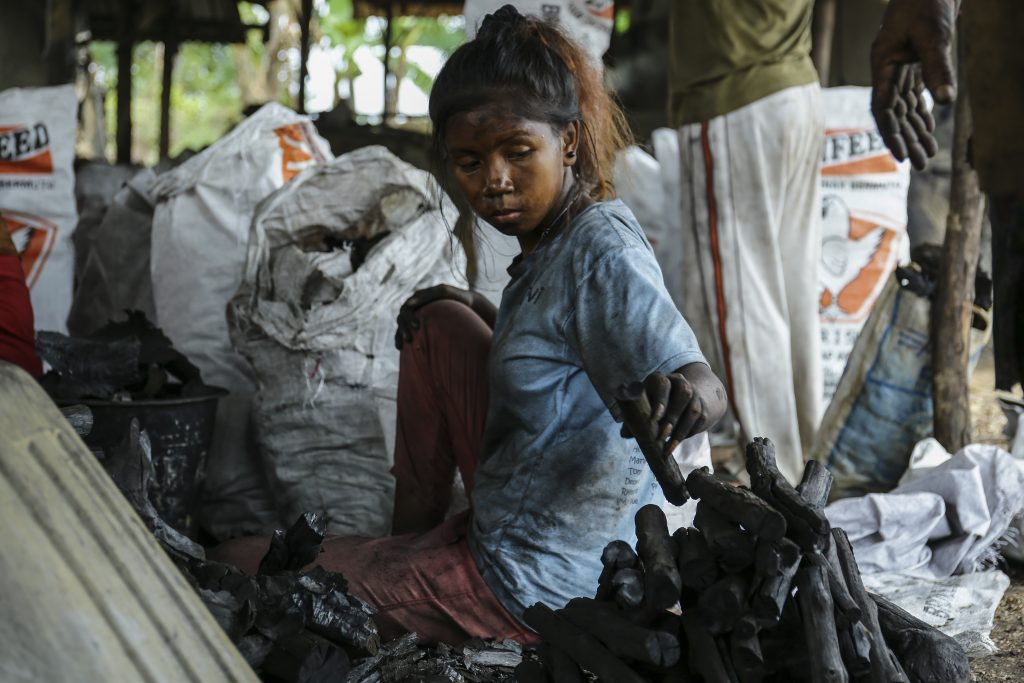 Foto Suku Arang