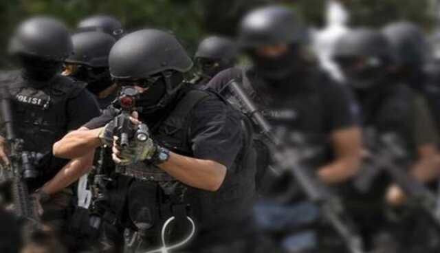 Densus 88 Anti-terror tangkap lima terduga teroris di Aneg.