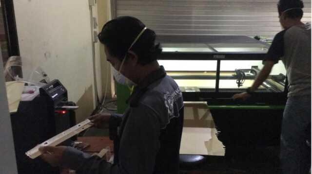 Produksi APD di Poltek Batam