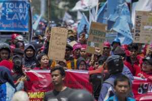 Longmarch Buruh Batam Tolak RUU Omnibus Law