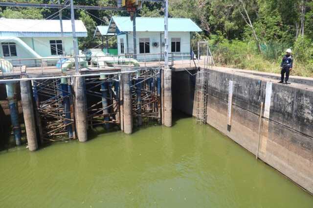 Penyusutan air ATB di waduk sumber air bersih di Batam