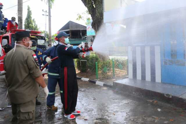 Cegah Virus Corona di Tanjungpinang, Walikota Ikut Semprot Disinfektan