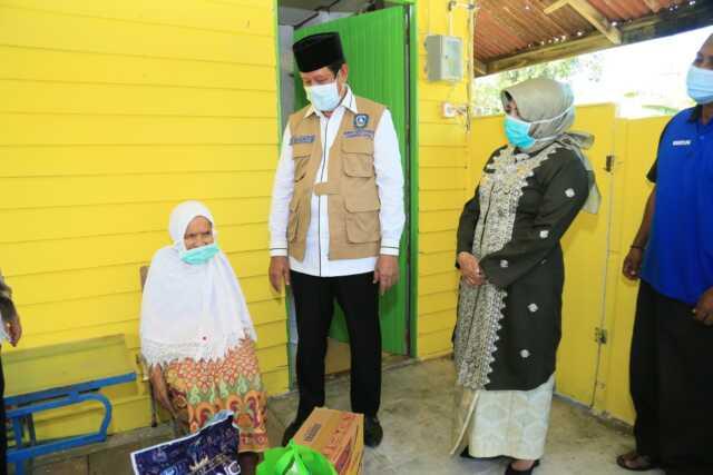 150 Paket sembako bagi penerima CSR Perbankan diserahkan untuk warga Kelurahan Penyengat