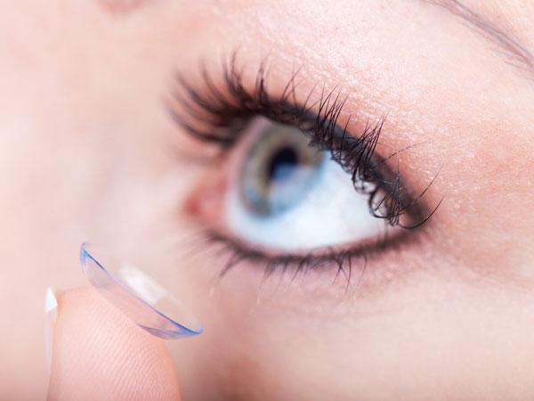 Merias Mata bagi Pengguna lensa kontak