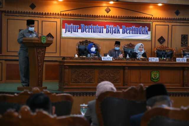 Paripurna DPRD Sampaikan Pandangan Fraksi Terhadap Jawaban Plt. Walikota Terkait Hak Interplasi DPRD tentang TPP ASN di Lingkungan Pemerintah Kota Tanjungpinang