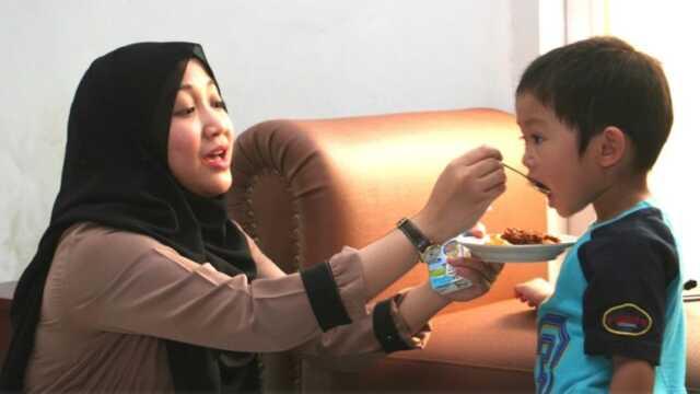 Anak Suka Ngemut Makanan