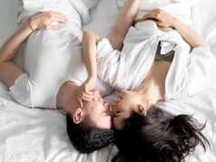 Membangunkan pasangan dengan romantis