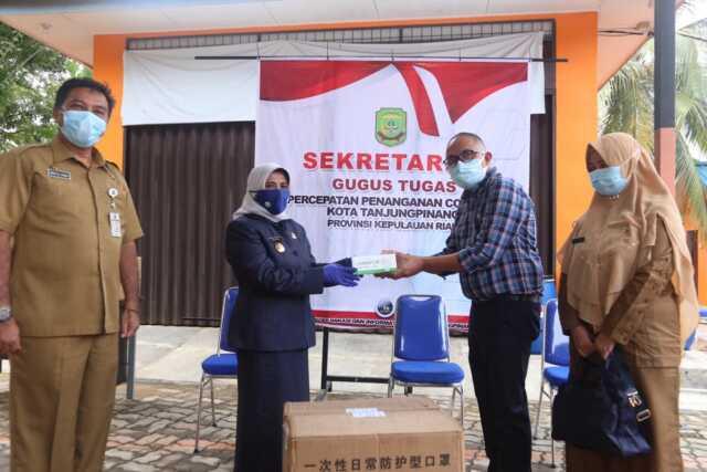Plt Walikota Tanjungpinang Terima Batuan 10.000 Masker dari Yayasan BRRI