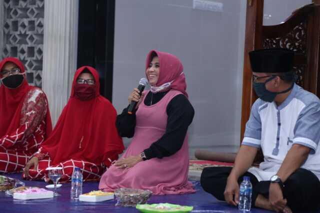 Rahma: Serahkan Bantuan Alat Musik Kompang Kepada BKMT AL- Hussein