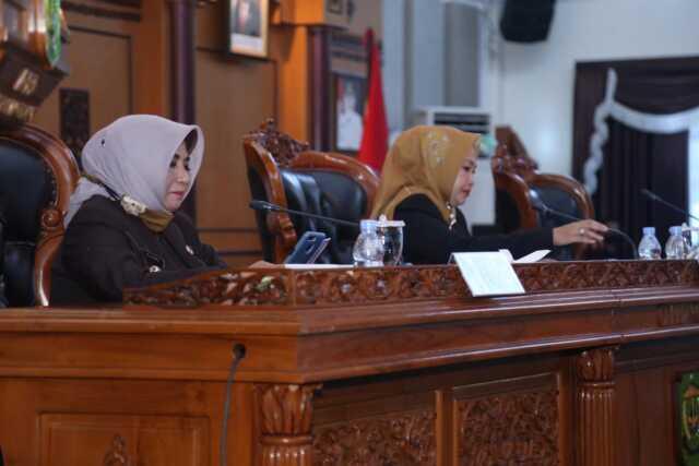 Plt. Walikota Tanjungpinang lakukan Penandatanganan dan Persetujuan Bersama Pimpinan DPRD Tanjungpinang