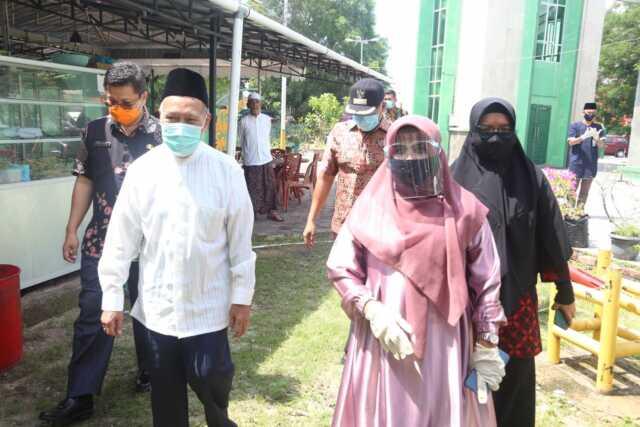 Pemko Serahkan 50 Ekor Hewan Qurban untuk Masjid dan Surau se-Tanjungpinang