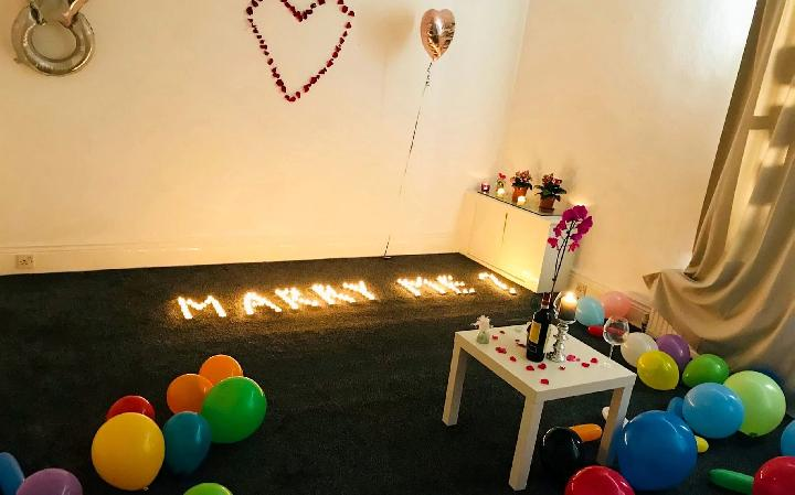 Lamaran Romantis