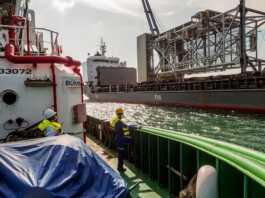 melakukan pengecekan kapal yang dipandu dikawasan Pelabuhan Batuampar