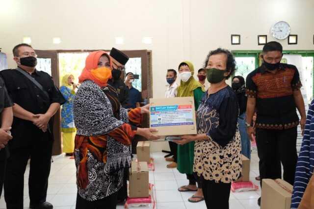Plt. Walikota Serahkan 34.090 Paket Sembako Bantuan Pemprov Kepri untuk Masyarakat