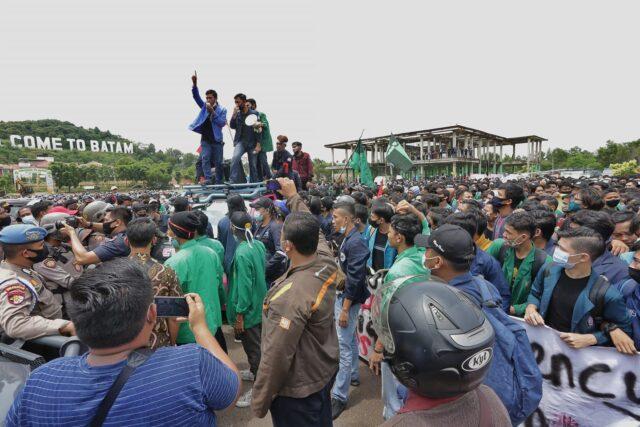 Demo Omnibus Law Batam