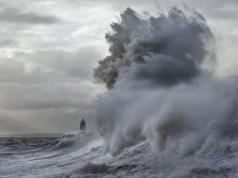 Gelombang Laut Jawa