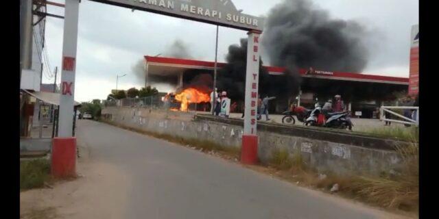 Mobil Terbakar Di SPBU Tembesi Batam, Kepulauan Riau