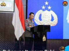 Kapolri Jenderal Pol Listyo Sigit Prabowo me aplikasi pengaduan masyarakat Presisi