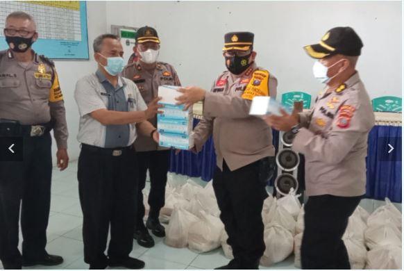 Dapat 100 Paket Sembako dan Masker, Kades Bangun Rejo: Terimakasih Pak Kapolda Sumut