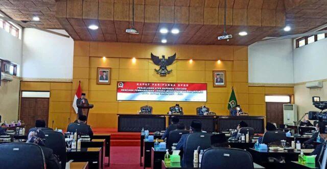 Wali Kota Blitar Sampaikan Penjelasan Raperda RPJMD