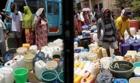 Kekurangan Air Bersih Akibat Kemarau Panjang di Blitar