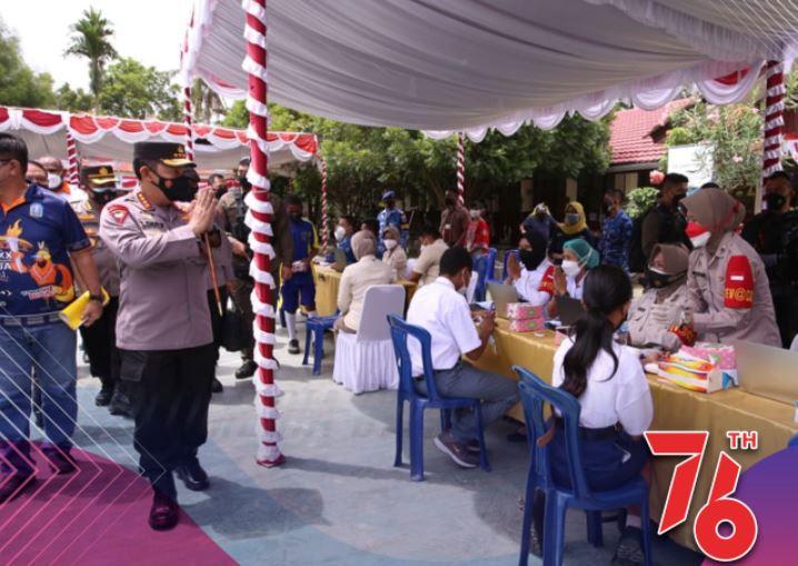 Kapolri Jenderal Listyo Sigit Prabowo saat peninjauan vaksinasi massal di SDN Inpres Harapan