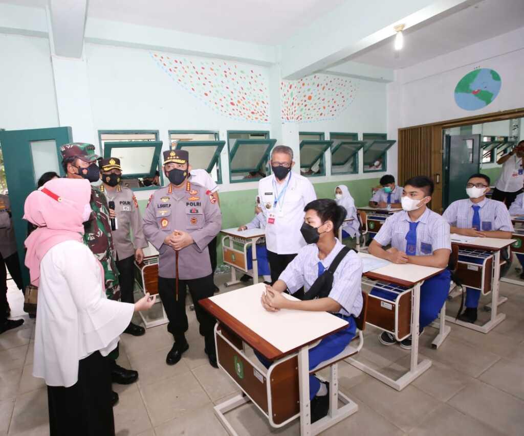 Kapolri Jenderal Listyo Sigit Prabowo tinjau langsung pelaksanaan vaksinasi