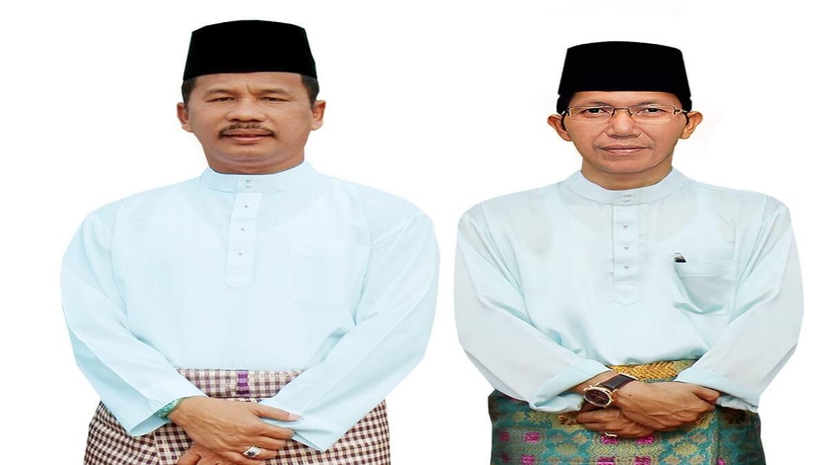 Rudi dan Amsakar Megenakan Pakaian Baju Melayu