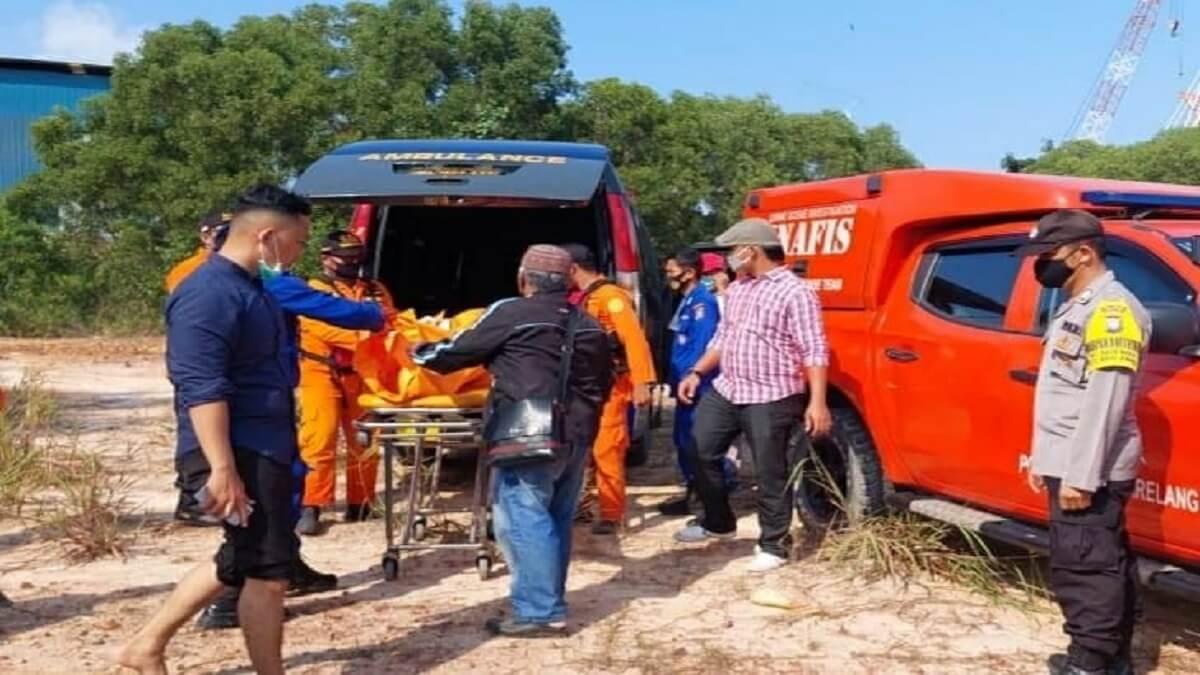 mayat ditemukan di pinggir pantai Batu Merah Kecamatan Batu Ampar